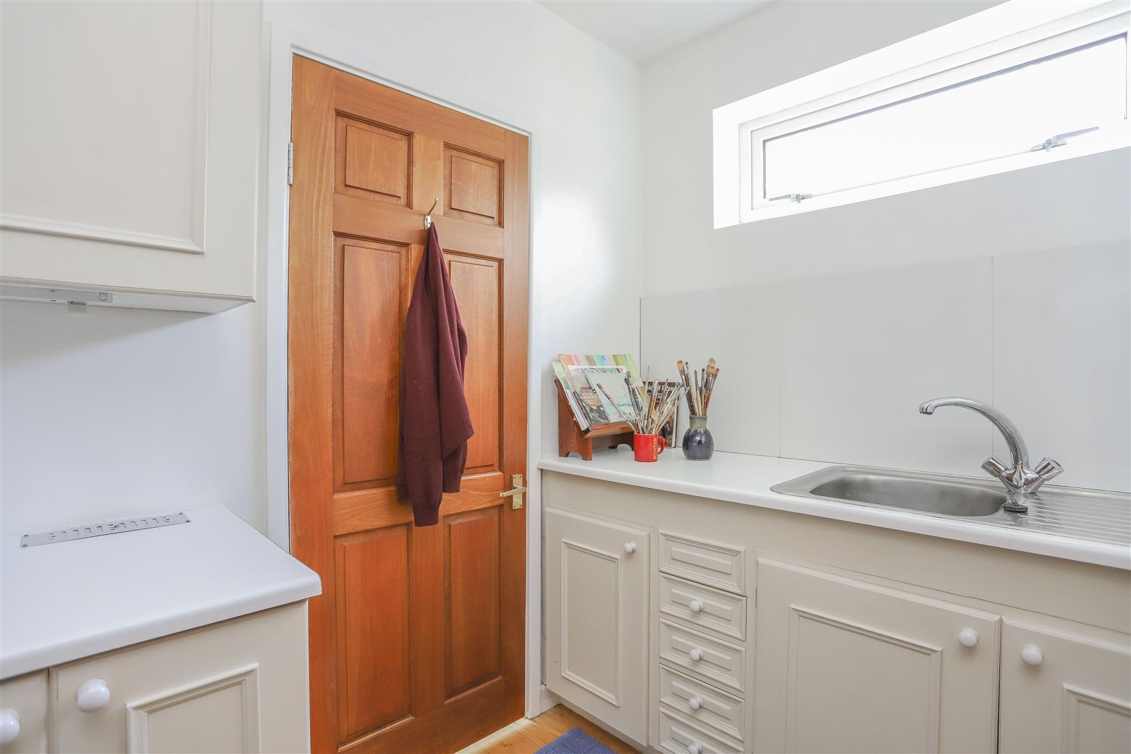 5 Bedroom Detached House For Sale - 33.JPG